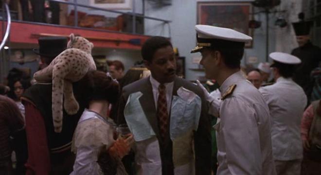 Joe Miller, played by Denzel Washington, dressed as a lawsuit on Philadelphia.