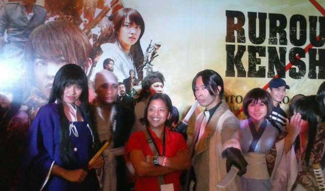"""Cosplayers gamely posed for pics while waiting for the advanced screening for """"Rurouni Kenshin: Kyoto Inferno."""""""